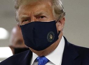 トランプマスク姿.jpg