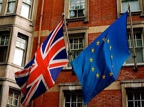 0333-union_jack_and_the_european_flag.jpg